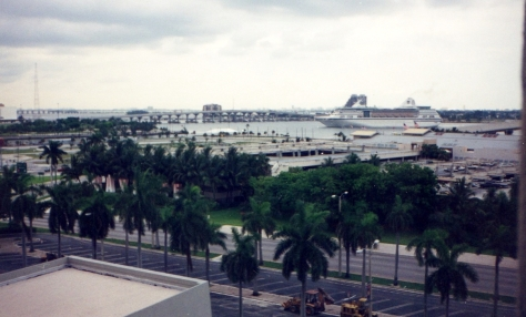 Vista do Porto de Miami do nosso quarto.