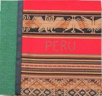 A capa do álbum de scrapbook que fiz com um tecido comprado em Cusco