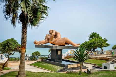 Peru-Lima-El-Beso-statue
