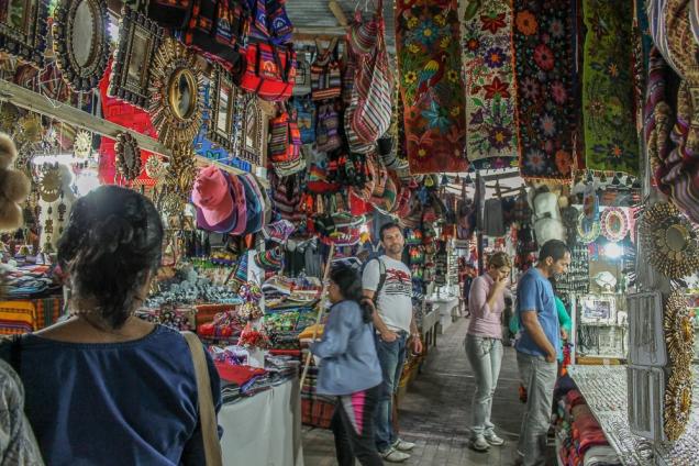 Uma das feiras de artesanato de àguas Calientes
