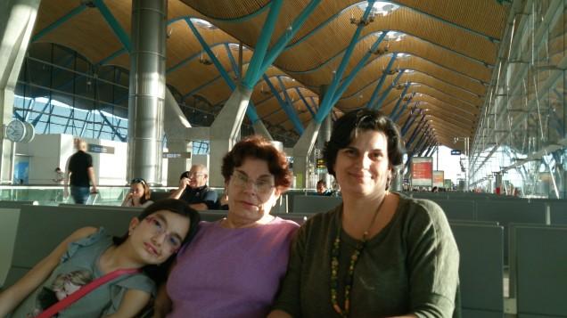 As três gerações no aeroporto de Madri