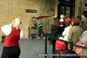 Sua fotinho garantida na plataforma 9 3/4. Fonte: ww.movie-locations.com/