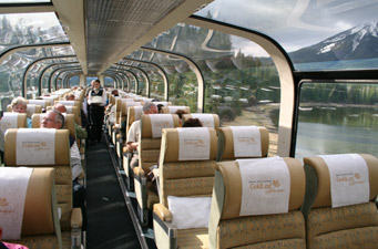 Conheça as Rockies de trem!