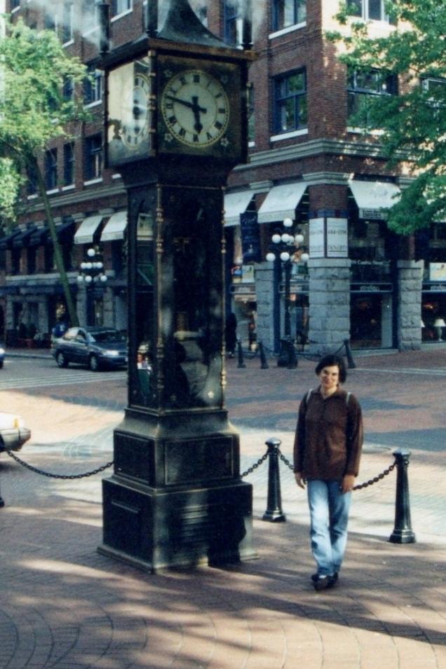 O relógio a vapor, que apita a cada 15 min, no centro histórico de Vancouver