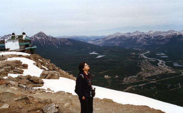 Não deixe de pegar o bondinho para avistar o Vale de Jasper e de quebra brincar no gelo