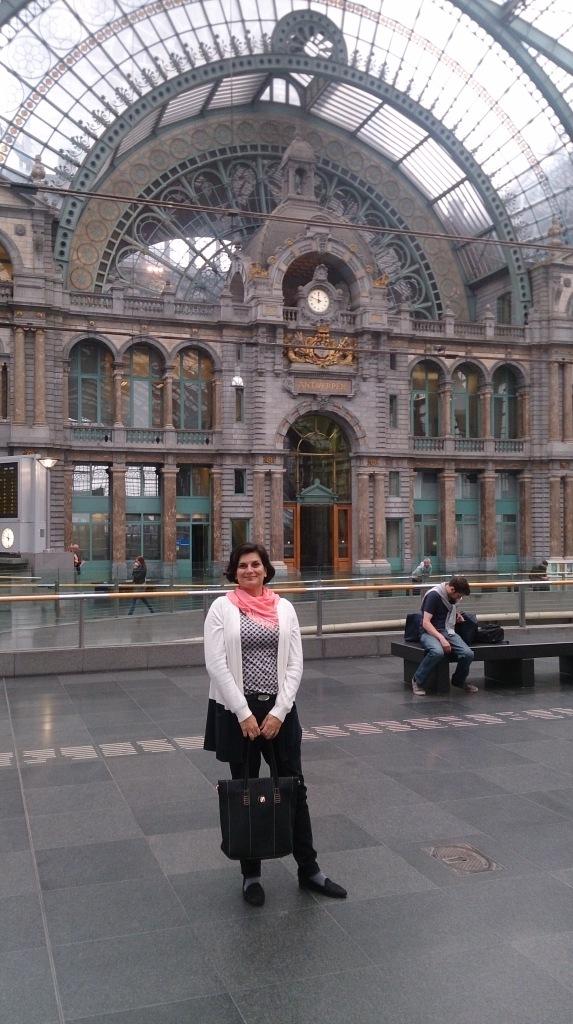 Euzinha, na bela estação de Antuérpia