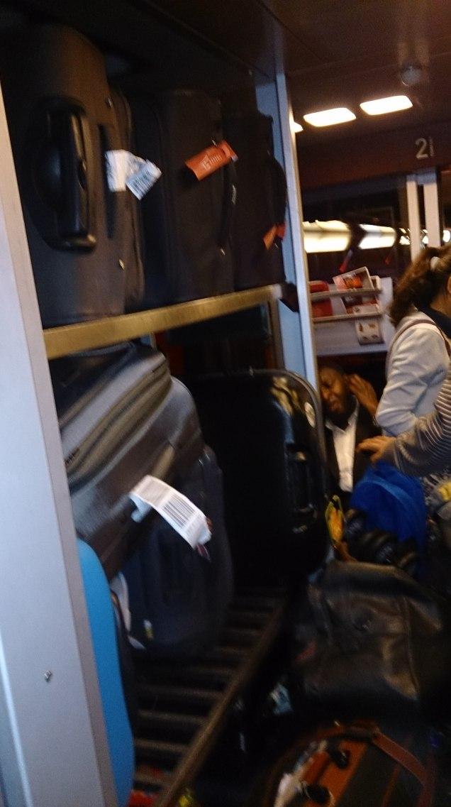 mala bagagem em trem na Europa