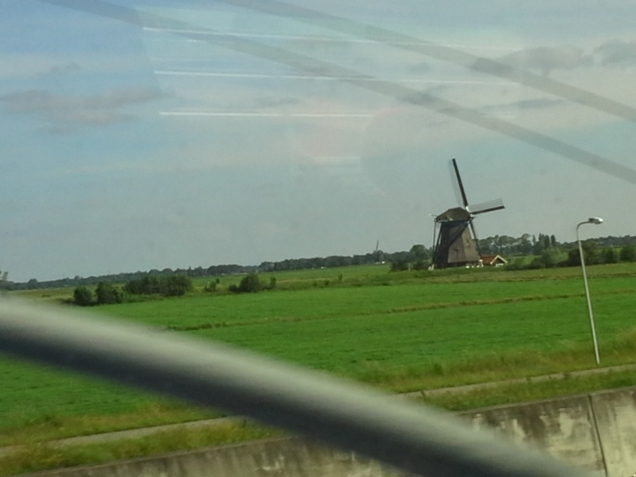 avião ou trem da França a Holanda