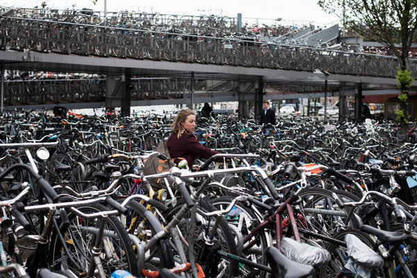 amsterda de bicicleta transporte público