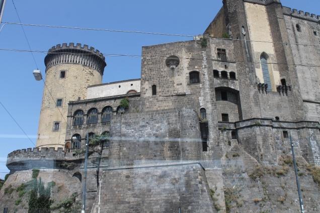 O Castelo Novo, Em Nápoles