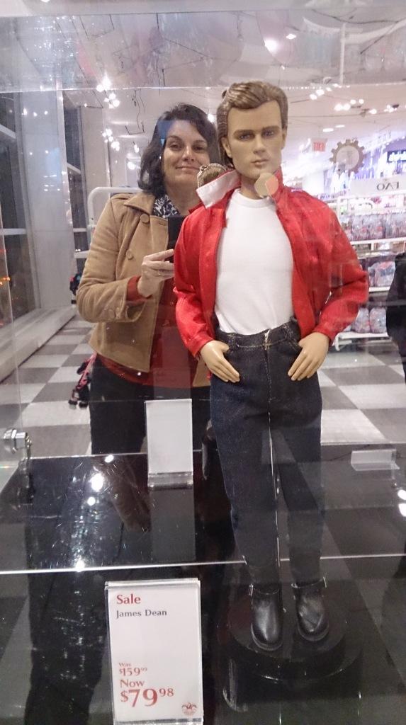 Edições limitadas de bonecas e bonecos. Olhem eu e o James Dean!