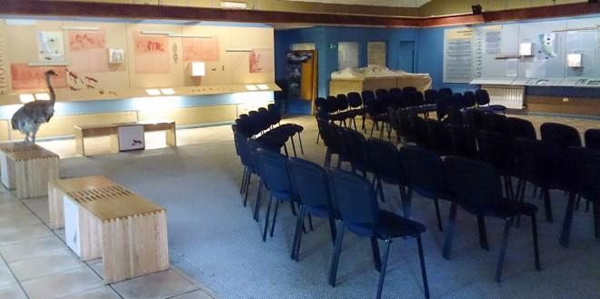 o Las Torres tem uma sala com uma espécie de museu da Patagônia