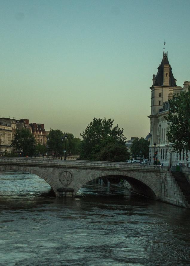 amanhecer em Paris