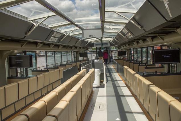 O enorme barco incluso no tour da Paris City Vision