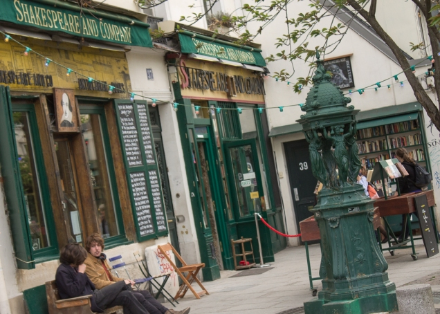 A famosa livraria Shakespeare & Co., nos arredores da Notre Dame