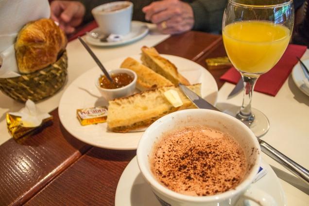 o típico café da manhã parisiense