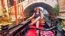 A blogueira que vos fala entoando um Volare