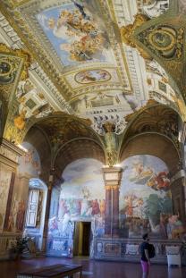 O interior de um dos museus do Jardim de Boboli