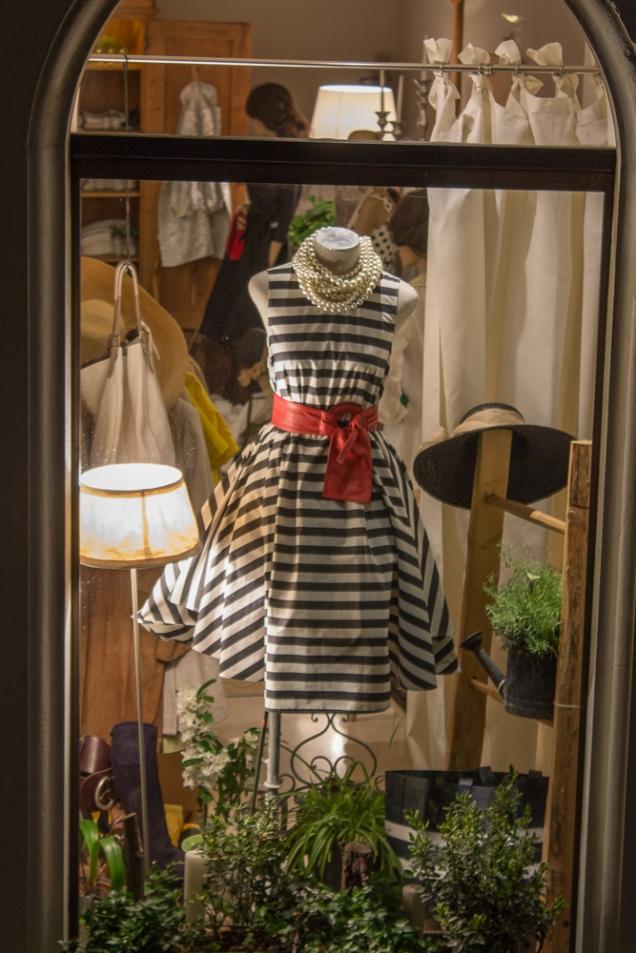 Que vestido mais Audrey Hepburn em Veneza