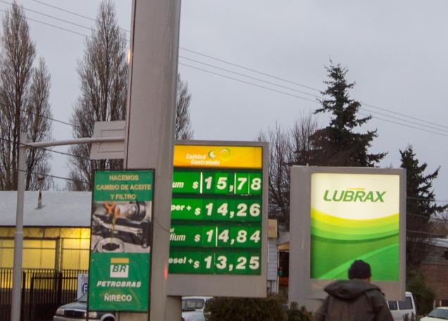 Preço do litro da gasolina em pesos, no posto Petrobrás
