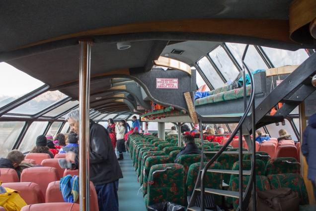 O interior do catamarã Victoria Andina, que leva de Puerto Pañuelo a Puerto Blest