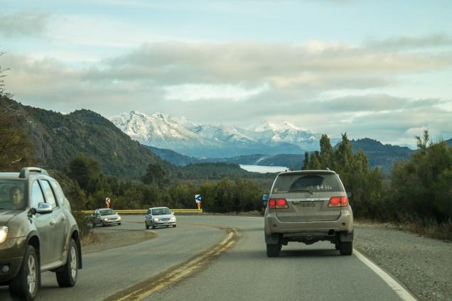 a estrada de acesso a Cerro Catedral (sentido Bariloche)