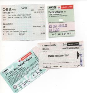 Os bilhetes do transporte, da esquerda para a direita: trem para aeroporto, bilhete unitário, não lembro (rsrs) e o Vienna Card
