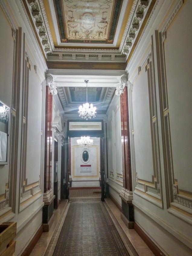 """O hall do prédio do """"nosso apartamento"""""""