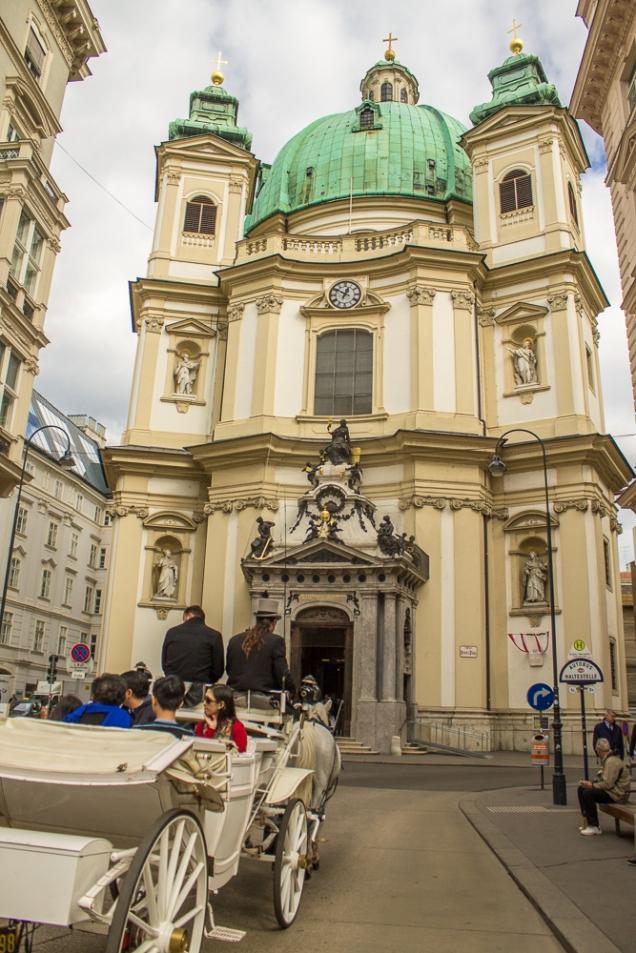 A fachada da Peterskirche