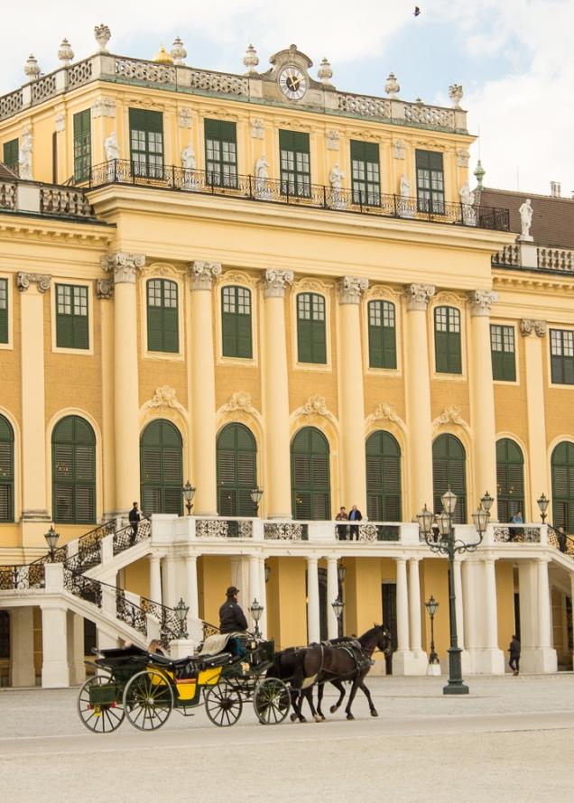 A fachada frontal do Palácio de Verão