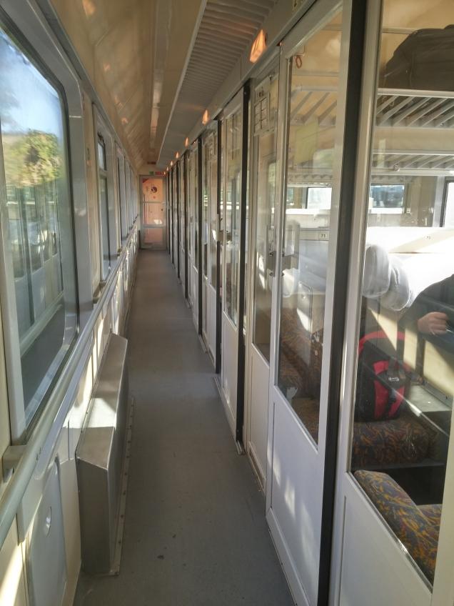 O interior do vagão da OBB, de Viena a Budapeste
