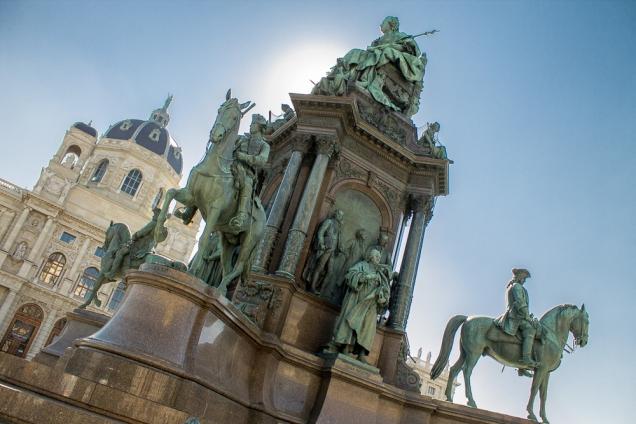O Monumento à imperatriz Maria Tereza