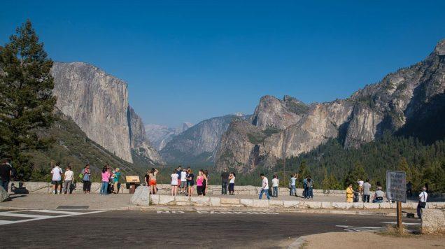 Um dos pontos mais populares do Parque Yosemite: Tunnel View