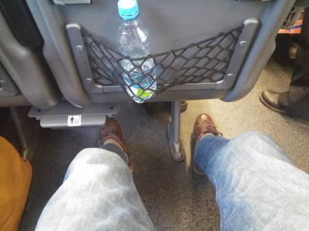 O espaço para pernas no trem