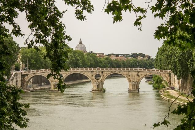 Caminhar pelas margens do Tibre é tão prazeroso quanto as margens do Sena em Paris