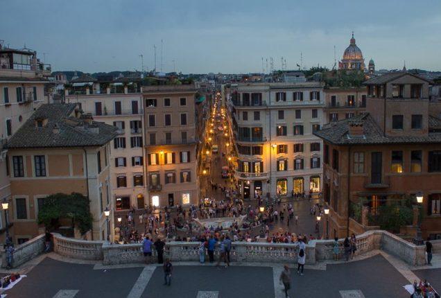 Um dos pontos mais turísticos, a Piazza di Spagna