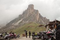 Motoqueiros no Passo Giau