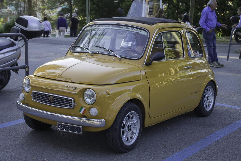 dirigindo na Itália fiat 500