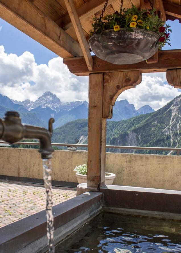 a caminho de Cortina, as montanhas ficam mais próximas, em Valle di Cadore