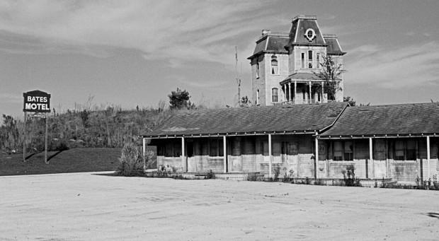 O Hotel do clássico Psicose. Escolha bem o seu para ter um final feliz!