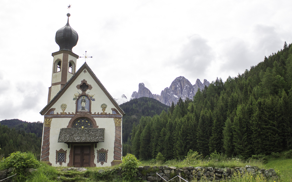 Funes Santa Madalena capela Montanhas italia