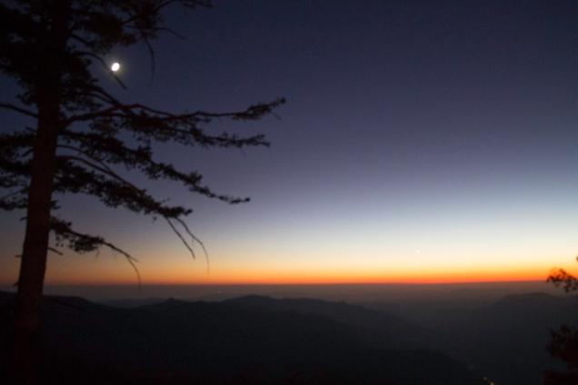 Depois do por do sol em Glacier Point, uma visão rara do horizonte