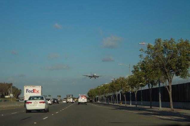 O aeroporto de Los Angeles fica mais perto de Venice Beach