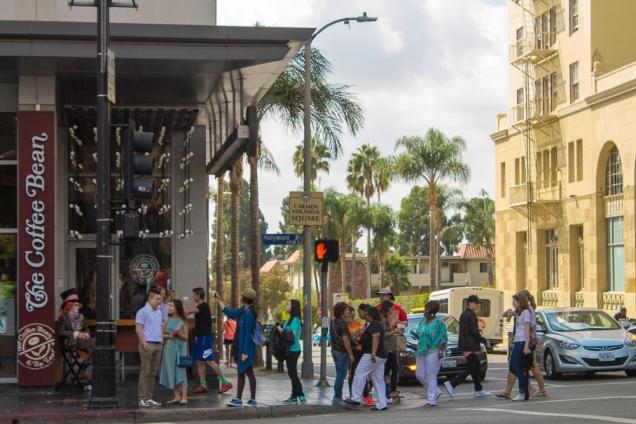 Rua Carmem Miranda, travessa da Hollywood Blvd