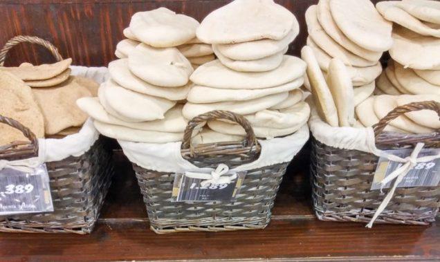 pães mega brancos - não são pães sírios!