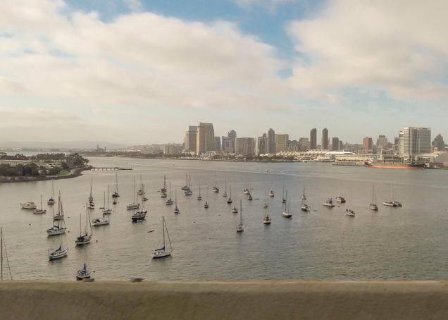 a baía de San Diego sobre a ponte, a caminho de Coronado