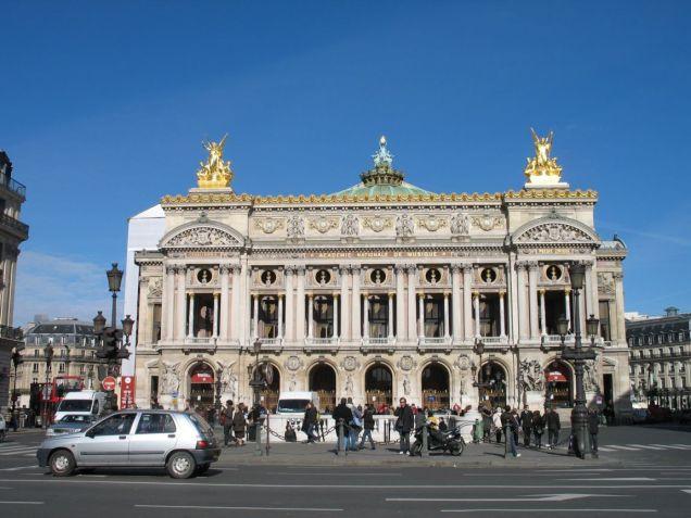 e sua inspiração, a Opera Garnier de Paris