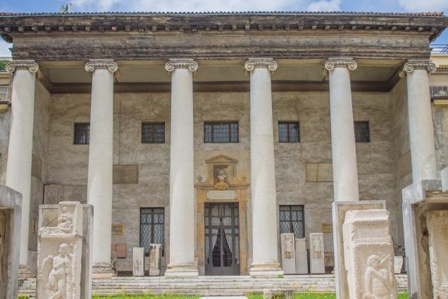 O Museu na esquina da Bra com a via Roma
