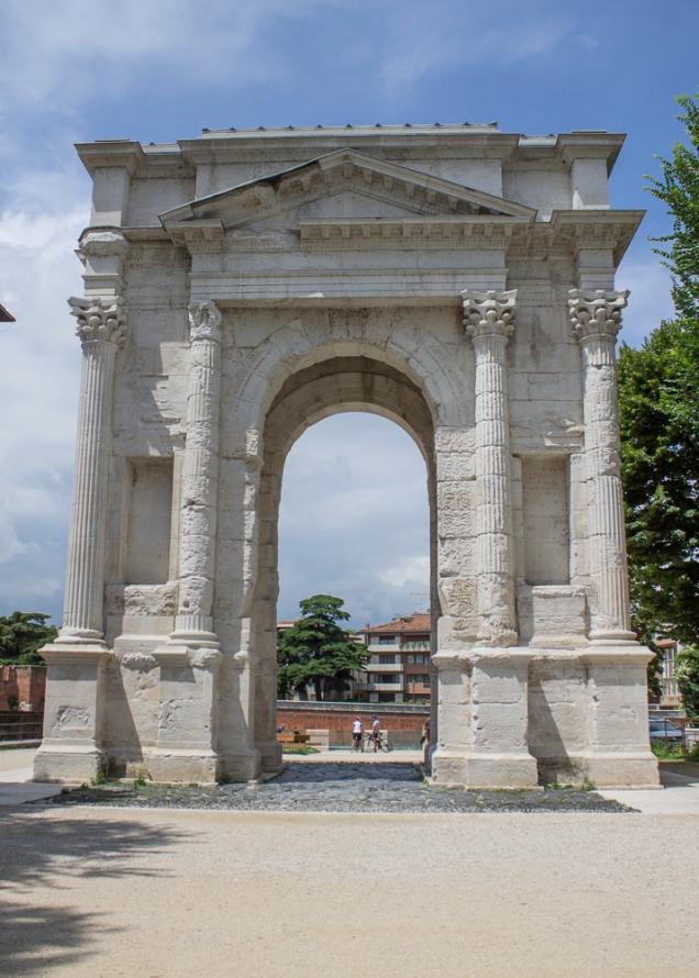 portas e arcos de Verona