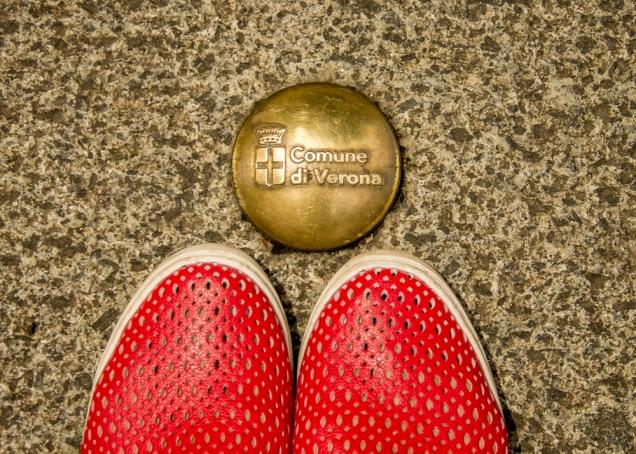 meus pés em Verona